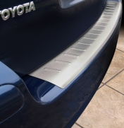 Takapuskurin suoja Toyota Avensis wagon 02-09