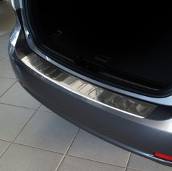 Takapuskurin suoja Toyota Avensis wagon 09-15