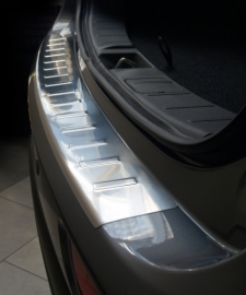 Takapuskurin suoja Mitsubishi Outlander 2013-