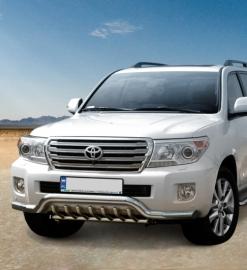 Eu-valoteline hampailla matala Toyota Land Cruiser V8 2012-
