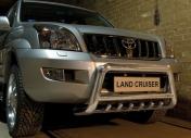 Eu-valoteline hampailla Toyota Land Cruiser 120 2002-2009
